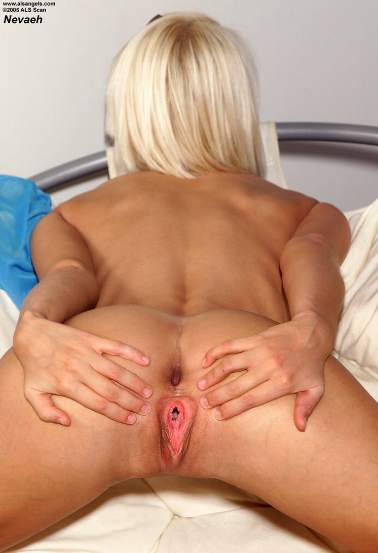 Shaved Pussy Insertion